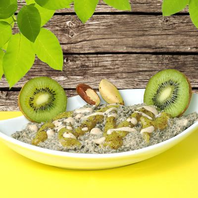 Pudink z chia semínek a para ořechů se zálivkou z kiwi