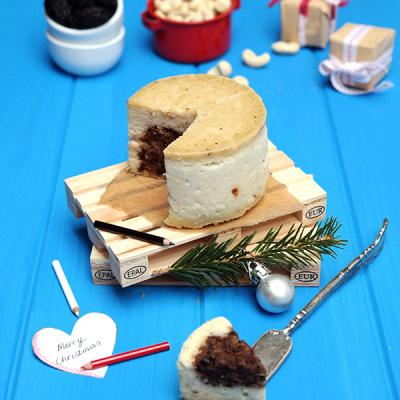 Raw fermentovaný veganský sýr s olivovým srdcem