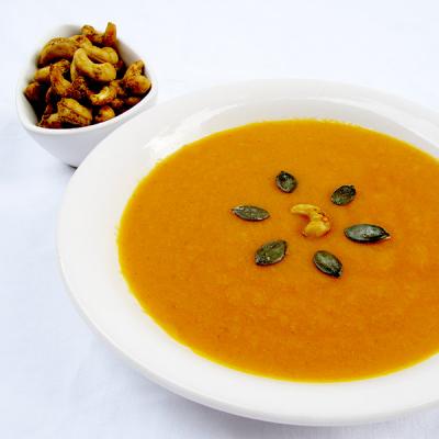 Dýňová polévka s pikantními Lifefood marinovanými kešu