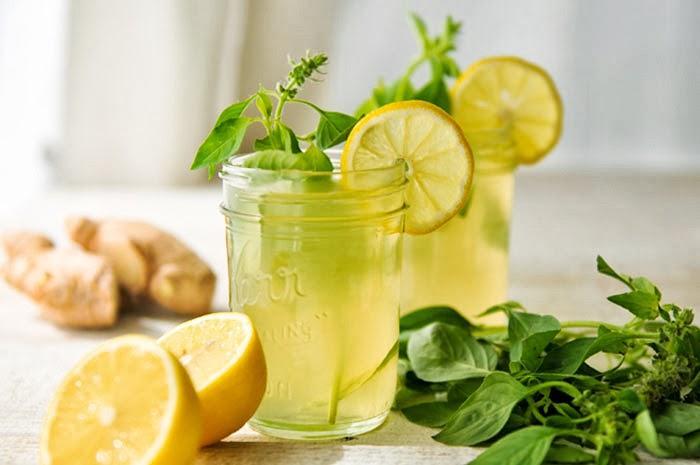 Podle ajurvédy je po ránu vhodná sklenka vody s medem a citronem