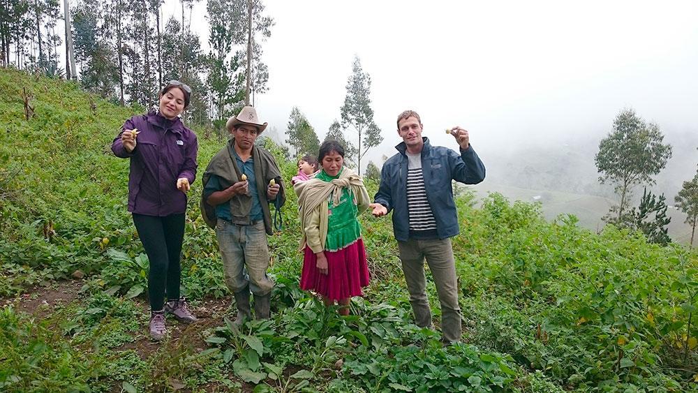 Tereza zakladatelka Lifefoodu v Peru na poli